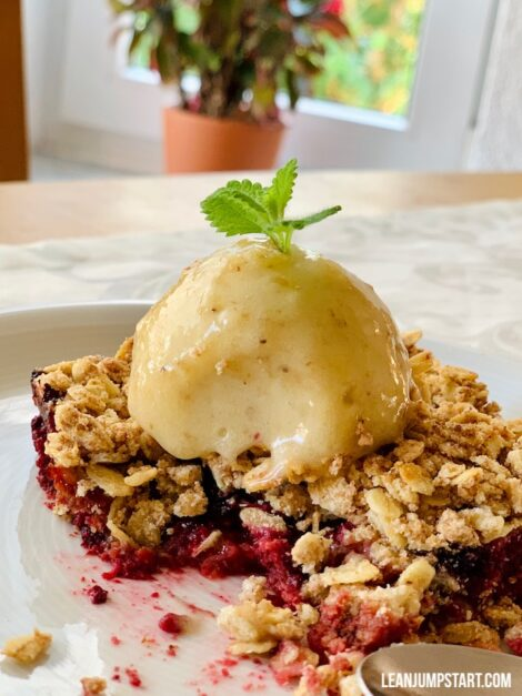 berry crumble with nicecream topping